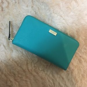 KATE SPADE THOMPSON STREET LACEY WALLET